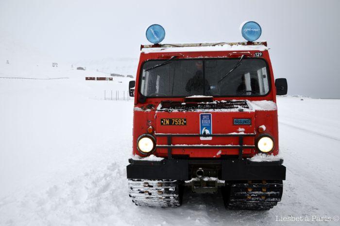 The snowcat: front view