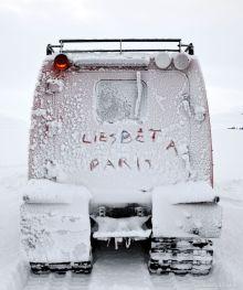 Liesbet à Paris on a snowcat